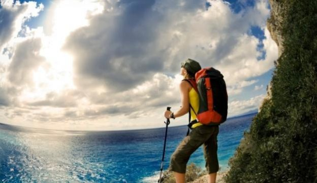 living-healthy-by-hiking-in-maui-hawaii